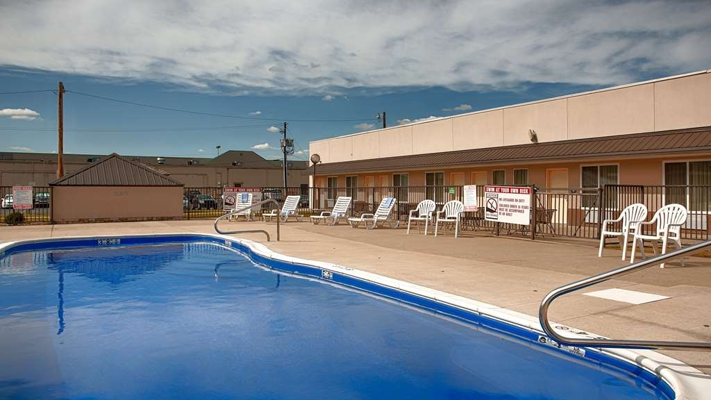 Best Western Williamsport Inn - Vista de la piscina