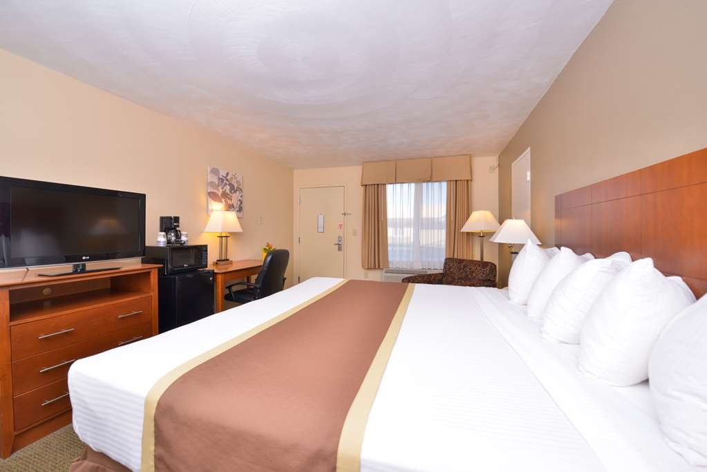 Best Western Williamsport Inn - Mobility Accessible King Bed guest room