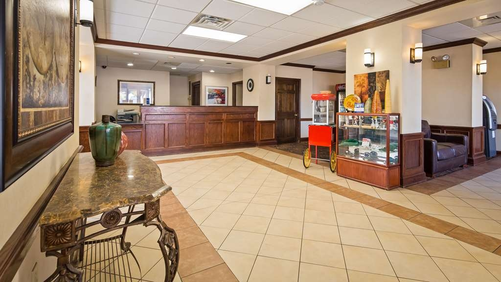 Best Western Williamsport Inn - Vista del vestíbulo