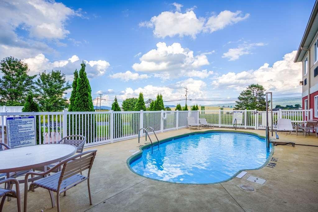Best Western Nittany Inn Milroy - Vista de la piscina