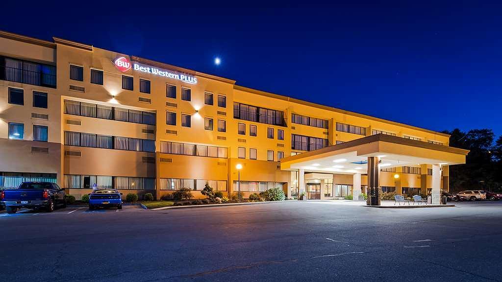 Best Western Plus Reading Inn & Suites - Facciata dell'albergo