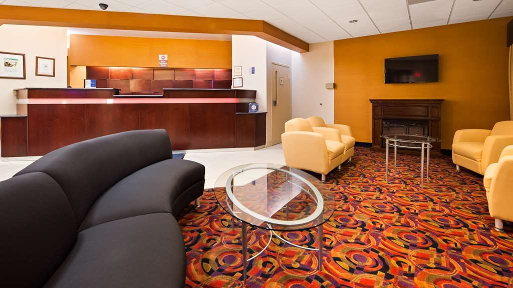 Best Western Plus Reading Inn & Suites - Vista del vestíbulo