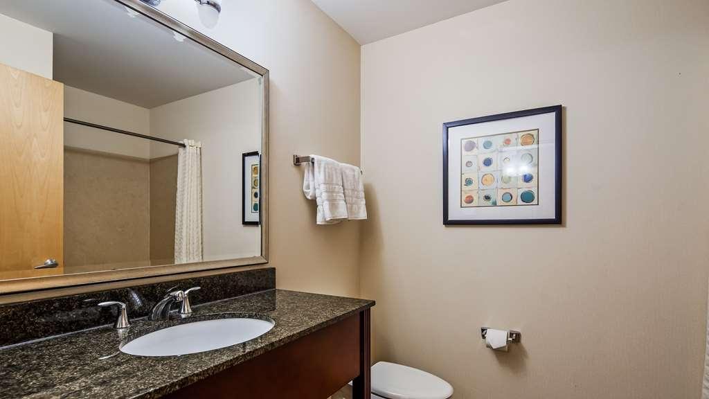 Best Western Plus Philadelphia Airport South at Widener University - Guest Room Bath