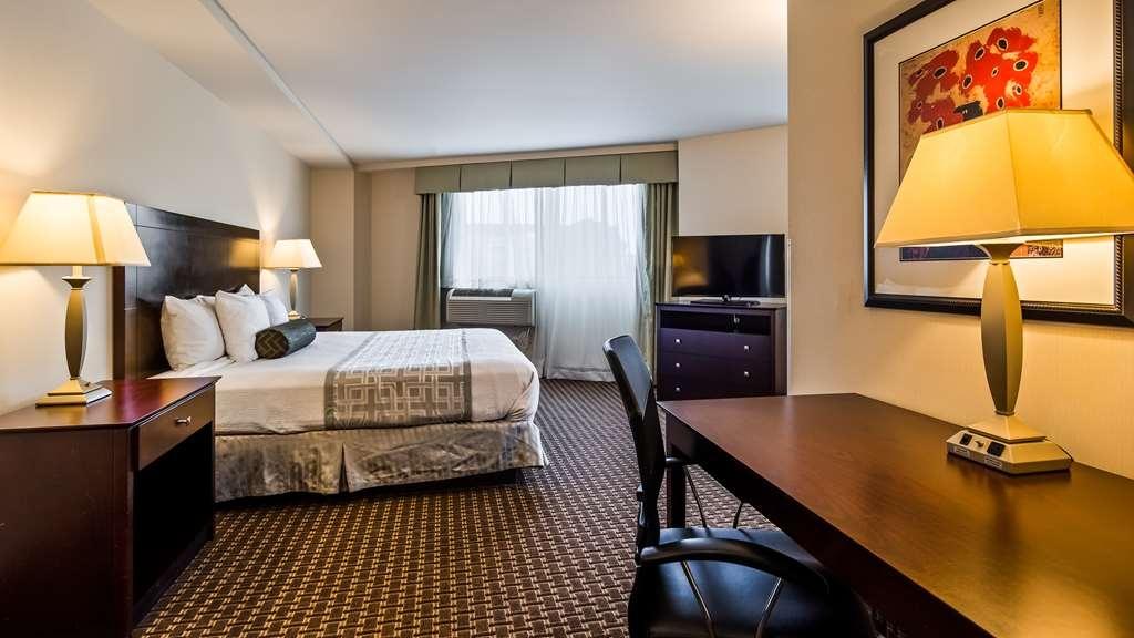 Best Western Plus Philadelphia Airport South at Widener University - Suite Bedroom