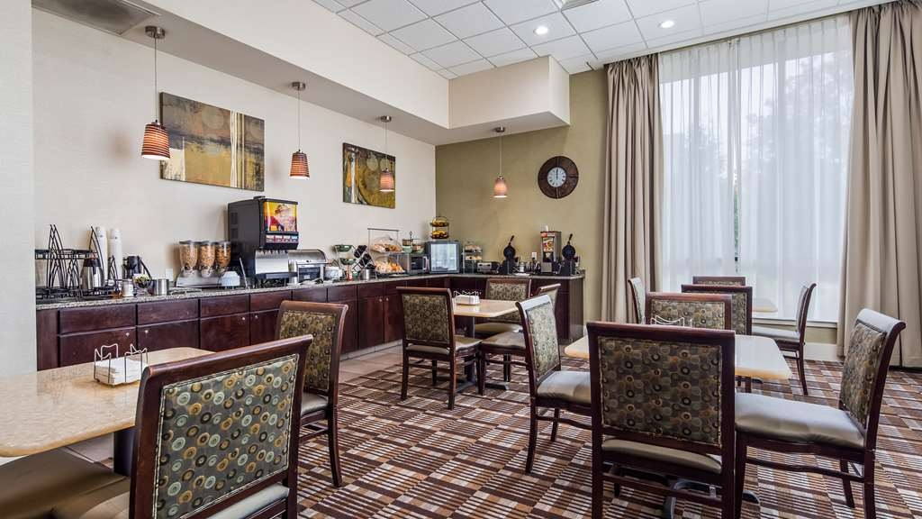 Best Western Plus Philadelphia Airport South at Widener University - Breakfast Area