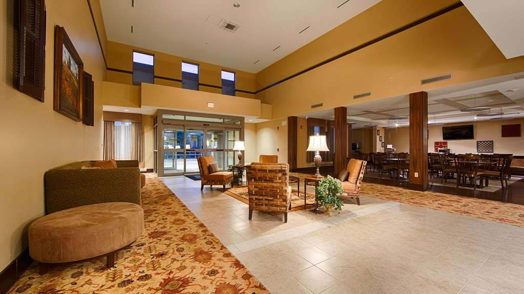 Best Western Plus University Park Inn & Suites - Vista del vestíbulo