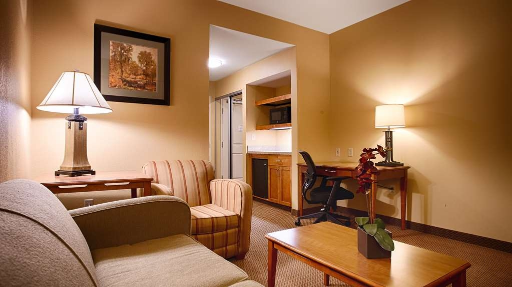 Best Western Plus University Park Inn & Suites - Suite