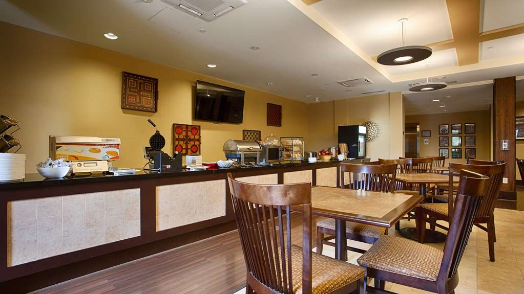 Best Western Plus University Park Inn & Suites - Desayuno Buffet
