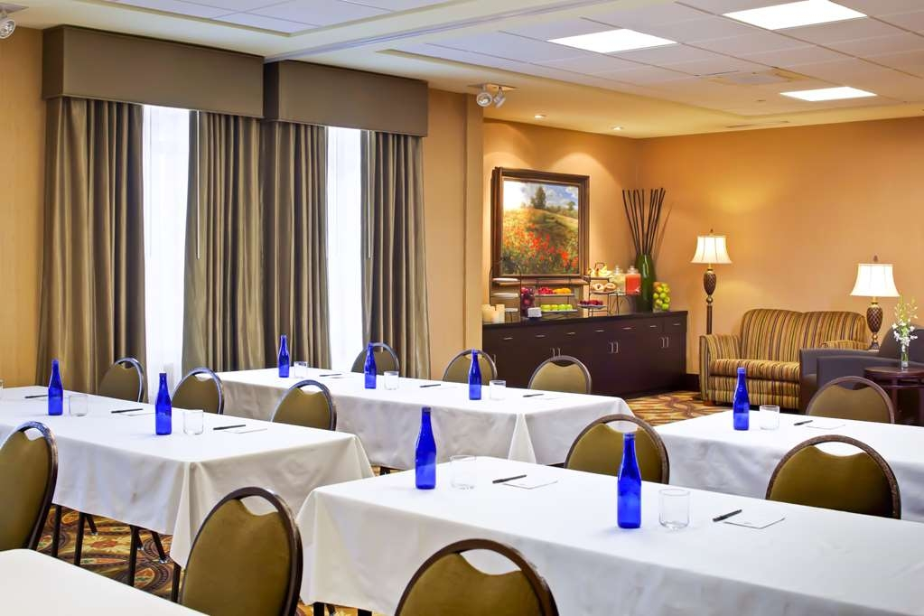Best Western Plus University Park Inn & Suites - Sala de reuniones