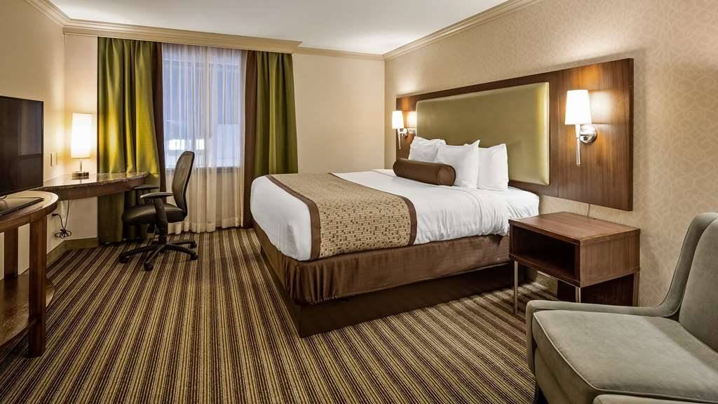 Best Western Premier The Central Hotel & Conference Center - Our two bedroom suite provides an affordable option for families or friends traveling together as each separate bedroom is complete with a 42″ television, telephone, complimentary hi-speed Wi-Fi connectivity, substantial closet and drawer space, sitting area, and either a desk or activity table. Dual sinks, and a kitchenette complete with refrigerator, coffee maker, and microwave make this the perfect suite sure to exceed your expectations.