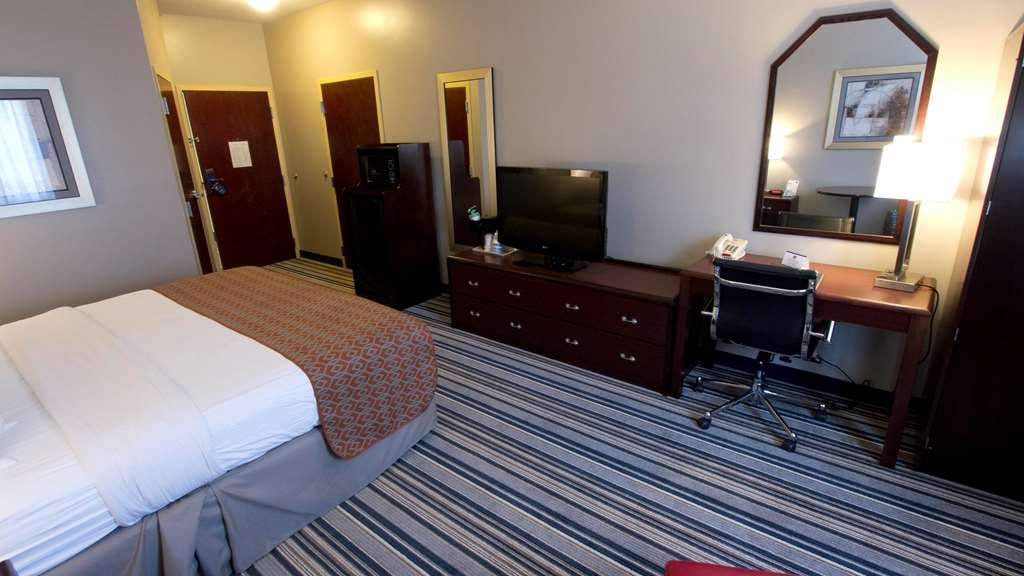 Best Western Harrisburg Hershey Hotel - Our standard king room is stocked with thoughtful touches and modern amenities that make for a smooth hotel experience.