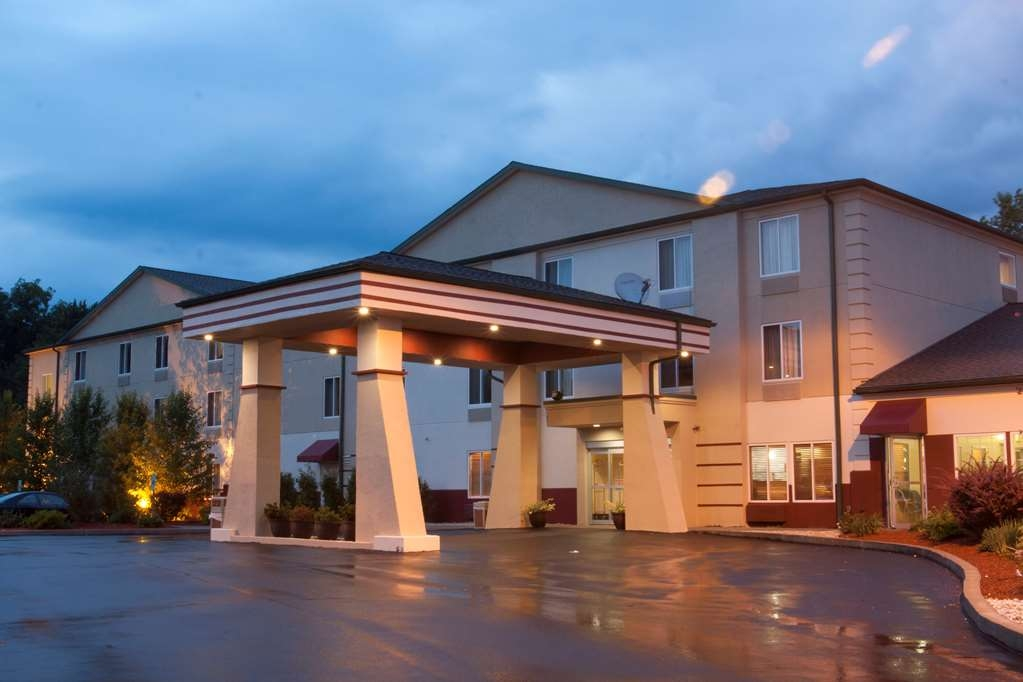 Best Western Harrisburg Hershey Hotel - Exterior at Night