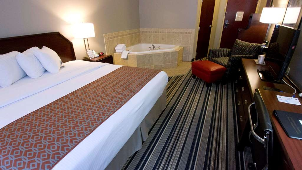 Best Western Harrisburg Hershey Hotel - King Bed Guest Room with Whirlpool