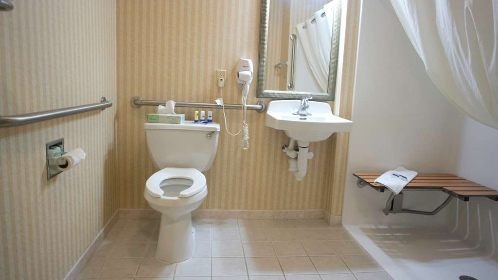 Best Western Harrisburg Hershey Hotel - Mobility Accessible Guest Bathroom