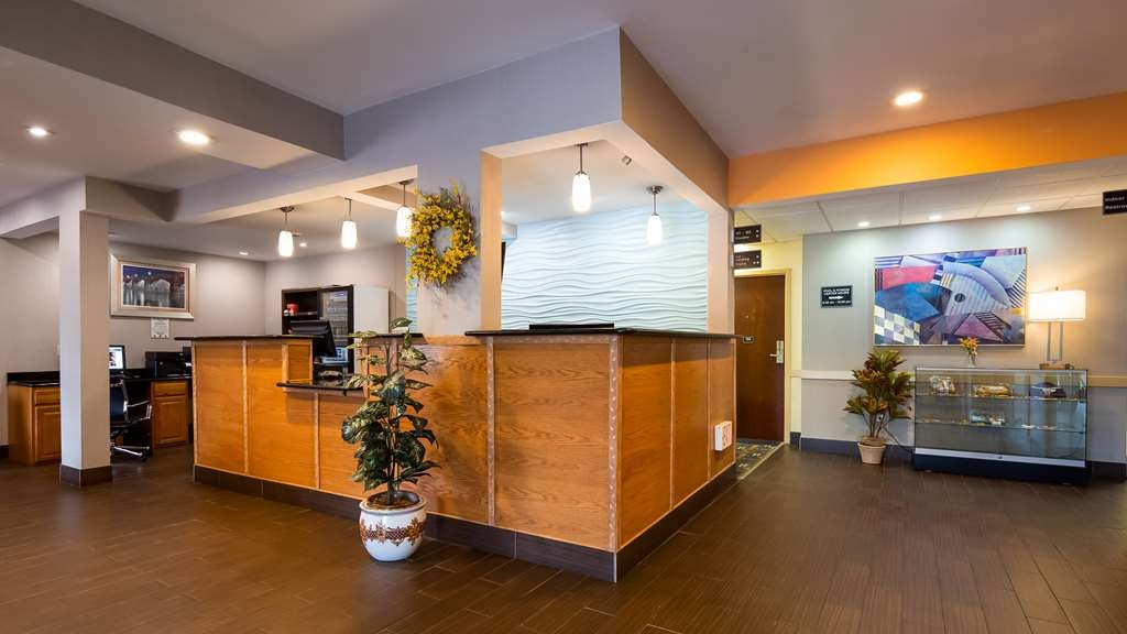 Best Western Harrisburg Hershey Hotel - Vista del vestíbulo