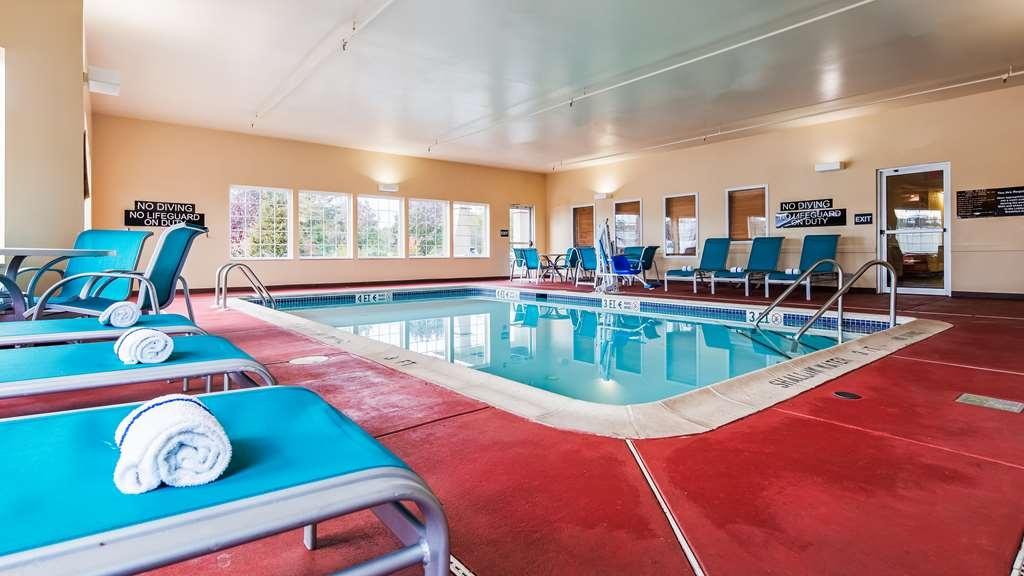 Best Western Harrisburg Hershey Hotel - Vista de la piscina