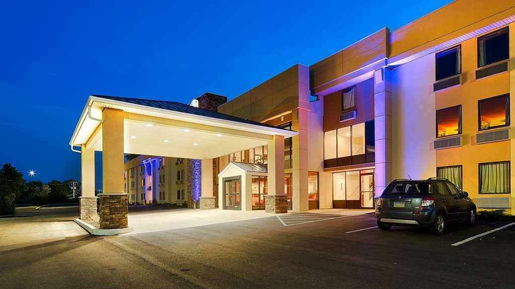 Best Western Plus Poconos Hotel - Facciata dell'albergo