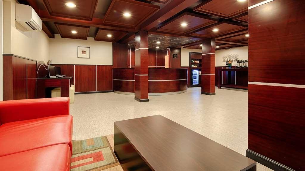 Best Western Plus Poconos Hotel - Vista del vestíbulo