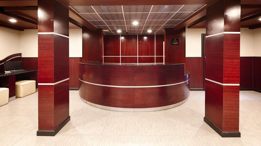 Best Western Plus Poconos Hotel - Front Desk
