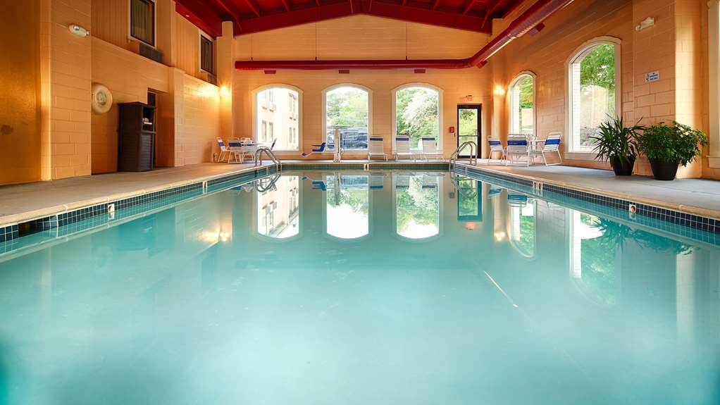 Best Western Plus Poconos Hotel - piscina cubierta