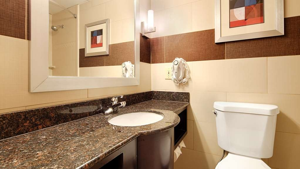 Best Western Plus Poconos Hotel - Baño