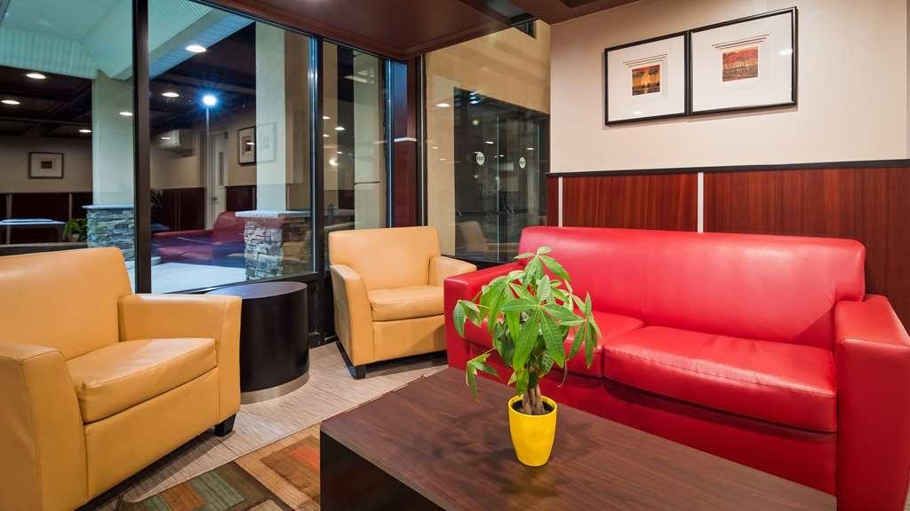 Best Western Plus Poconos Hotel - Lobby
