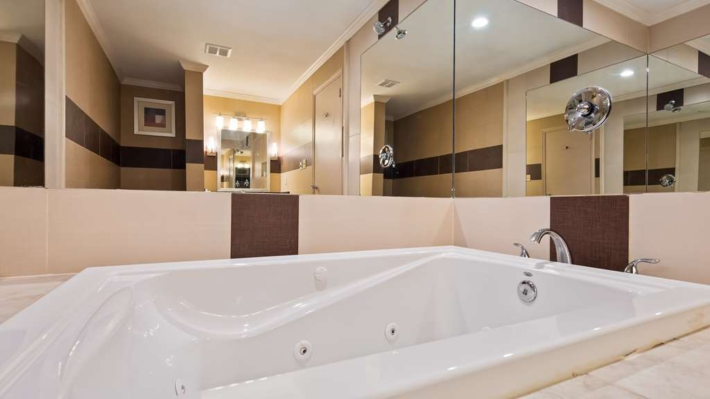 Best Western Plus Poconos Hotel - Jetted Tub