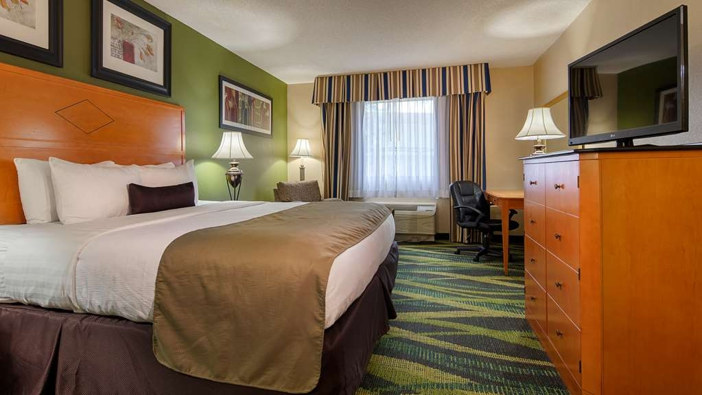 Best Western Plus Philadelphia Bensalem Hotel - Upgrade to our king executive room for added comfort during your stay.