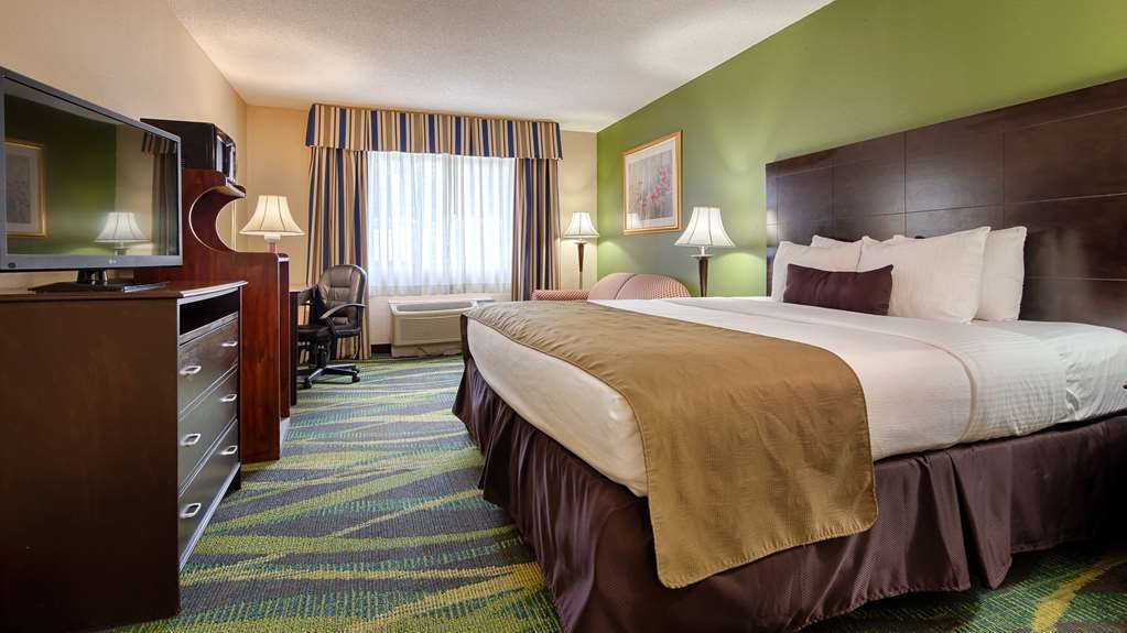Best Western Plus Philadelphia Bensalem Hotel - Our standard king guest room offers the comforts of home with a few added amenities that will make your stay extra special.