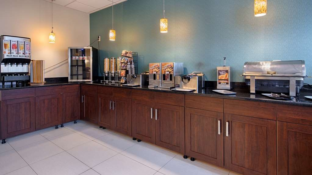 Best Western Plus Philadelphia Bensalem Hotel - Rise and shine with a complimentary hot breakfast every morning.