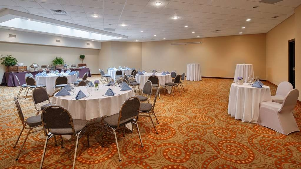 Best Western Plus Philadelphia Bensalem Hotel - Book your next banquet event in our new renovated rooms.