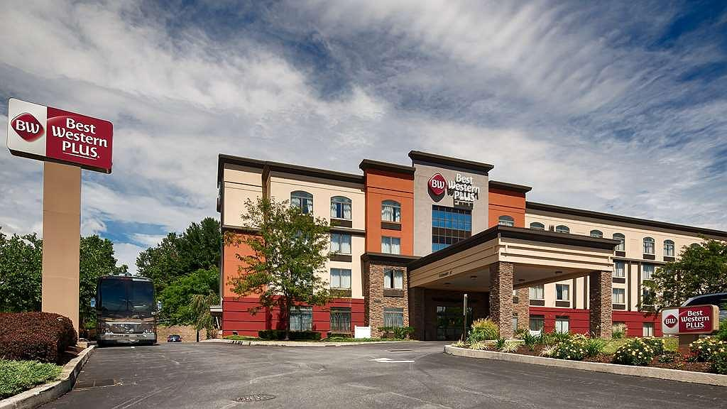 Best Western Plus Harrisburg East Inn & Suites - Vista exterior