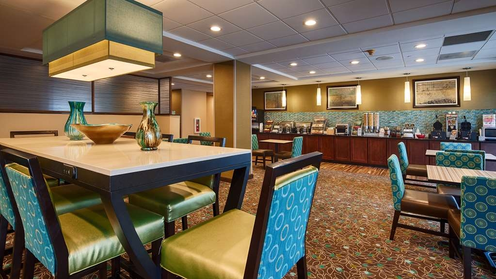 Best Western Plus Harrisburg East Inn & Suites - Le petit déjeuner buffet