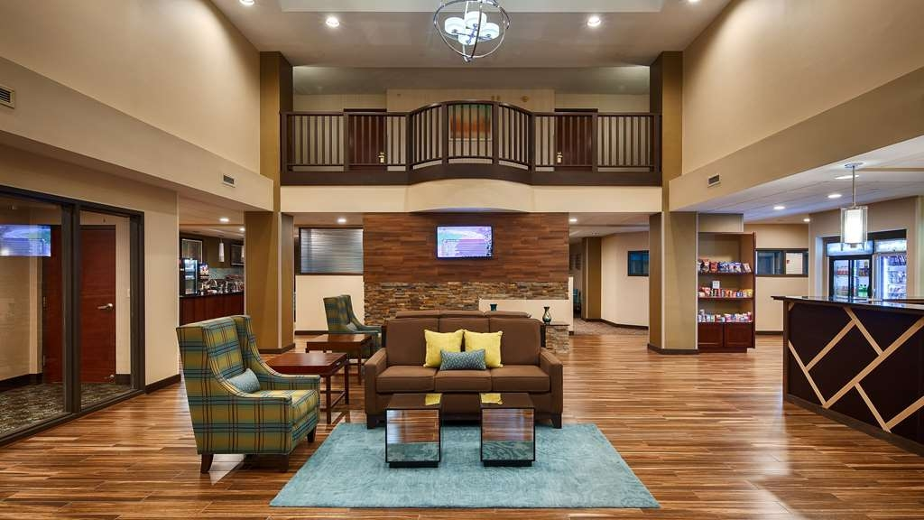 Best Western Plus Harrisburg East Inn & Suites - Vue du lobby