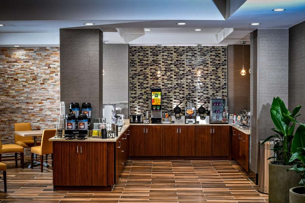 Best Western Plus Philadelphia Convention Center Hotel - Breakfast Bar