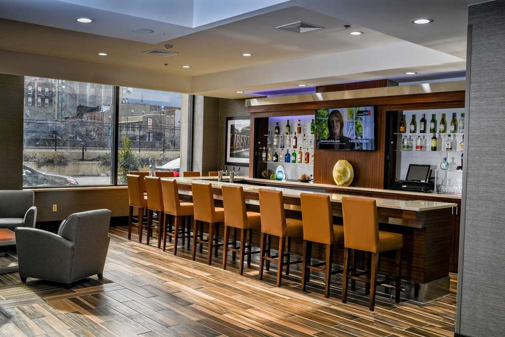 Best Western Plus Philadelphia Convention Center Hotel - Bar & Lounge