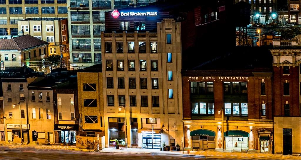 Best Western Plus Philadelphia Convention Center Hotel - Hotel Exterior at Night