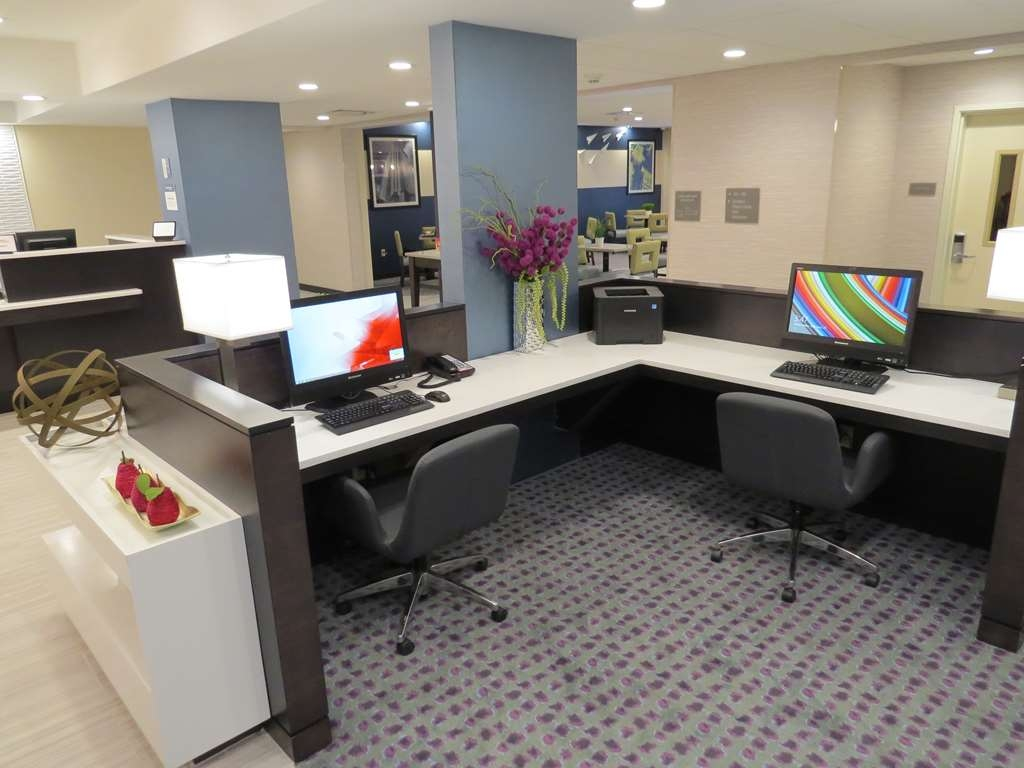 Best Western Plus Erie Inn & Suites - Business center