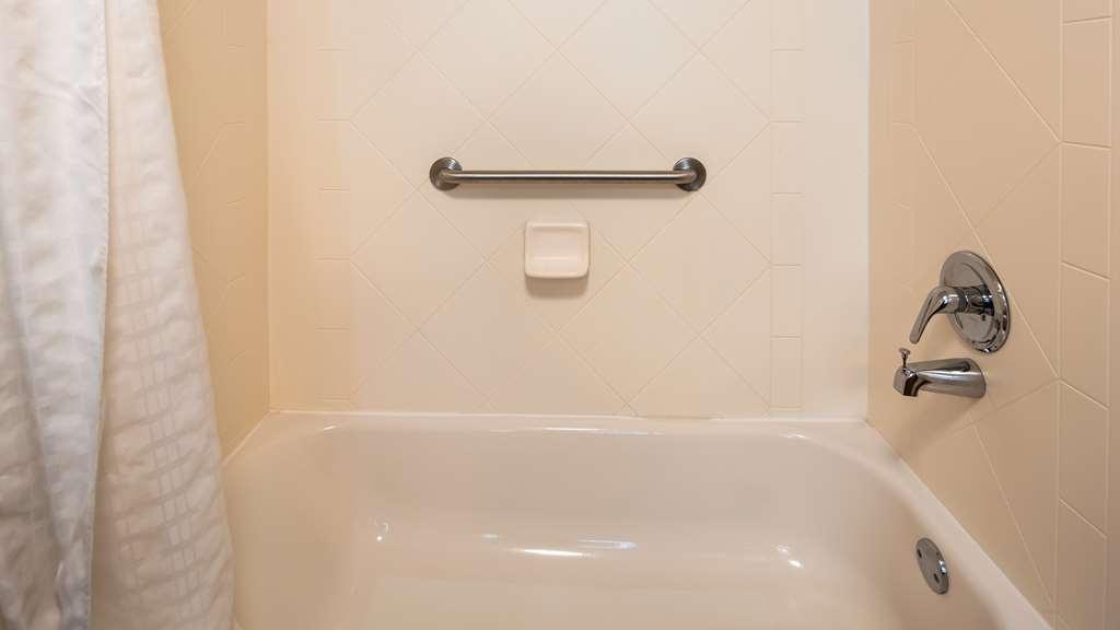 Best Western Harrisburg North - Guest Shower