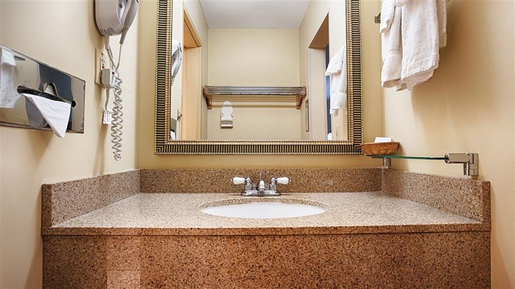 Best Western West Greenwich Inn - Get ready for a day of adventure in our guest bathroom.
