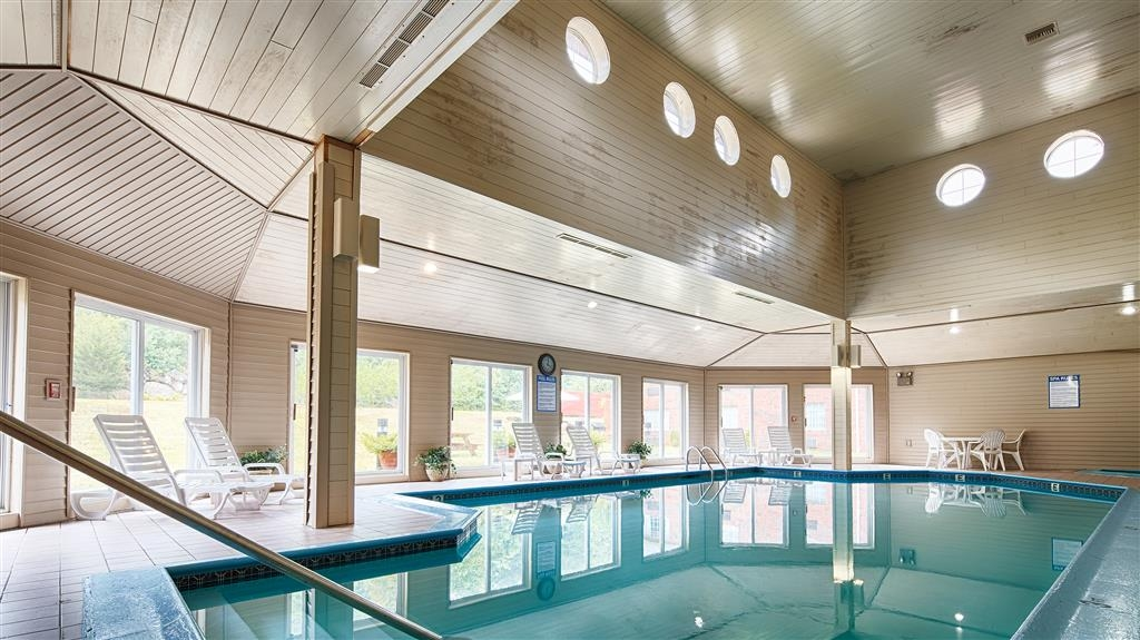Best Western West Greenwich Inn - Don't let the weather stop you from jumping in, our indoor heated pool open all year-round.