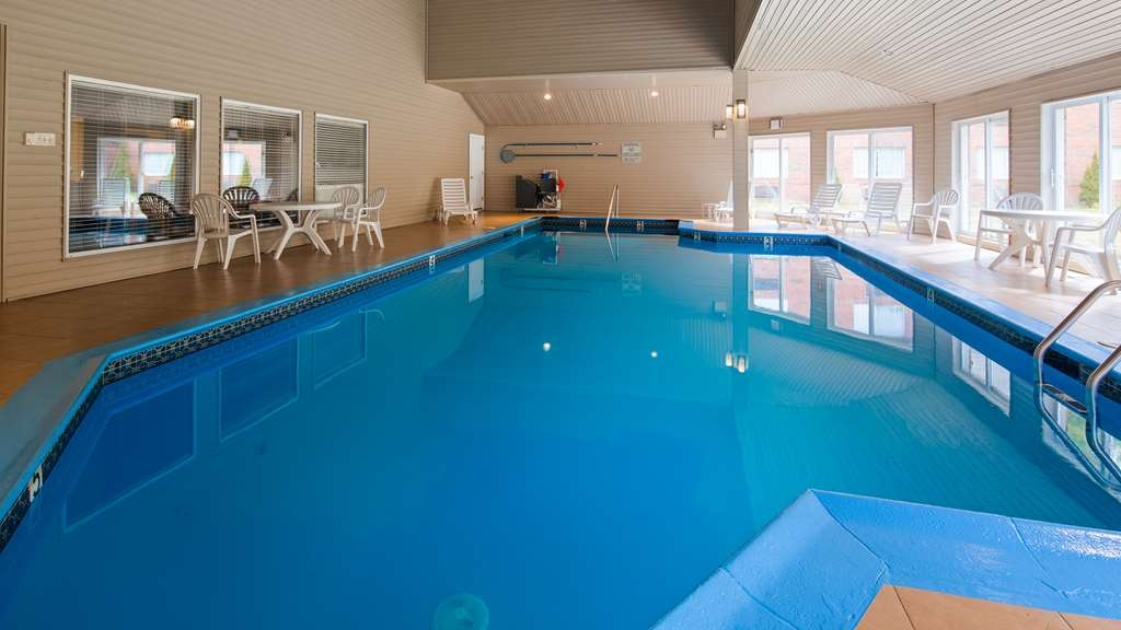 Best Western West Greenwich Inn - Vista de la piscina