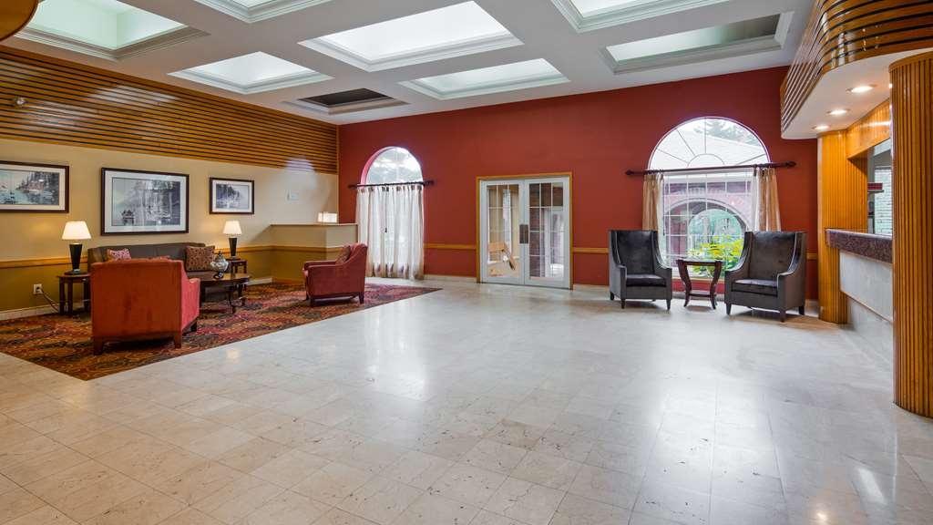 Best Western West Greenwich Inn - Vista del vestíbulo