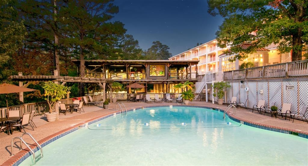 Best Western Inn of the Ozarks - In questo hotel di Eureka Springs, Arkansas, potrai goderti un film a bordo piscina.