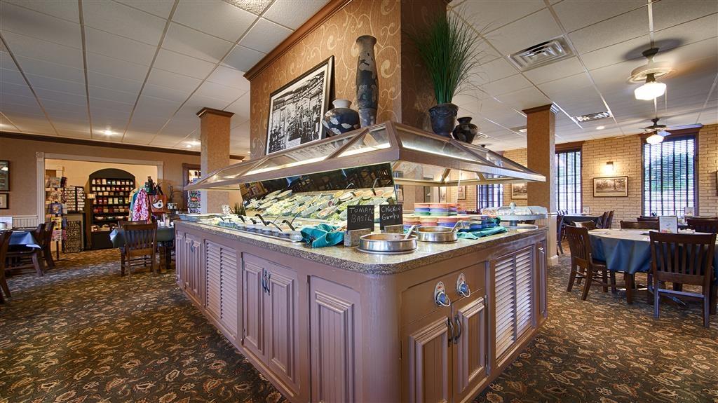 Best Western Inn of the Ozarks - Genießen Sie Frühstück, Mittagessen oder Abendessen in unserem Myrtie Mae Restaurant in der Anlage.