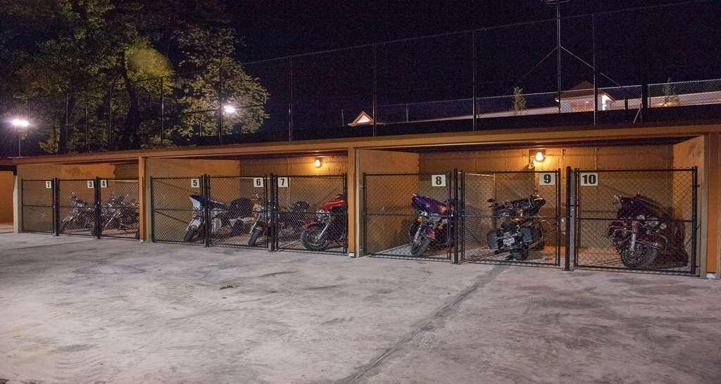 Best Western Inn of the Ozarks - Sie können sichergehen, dass Ihr Motorrad in einem überdachten und bewachten Parkplatzgebiet abgestellt ist.