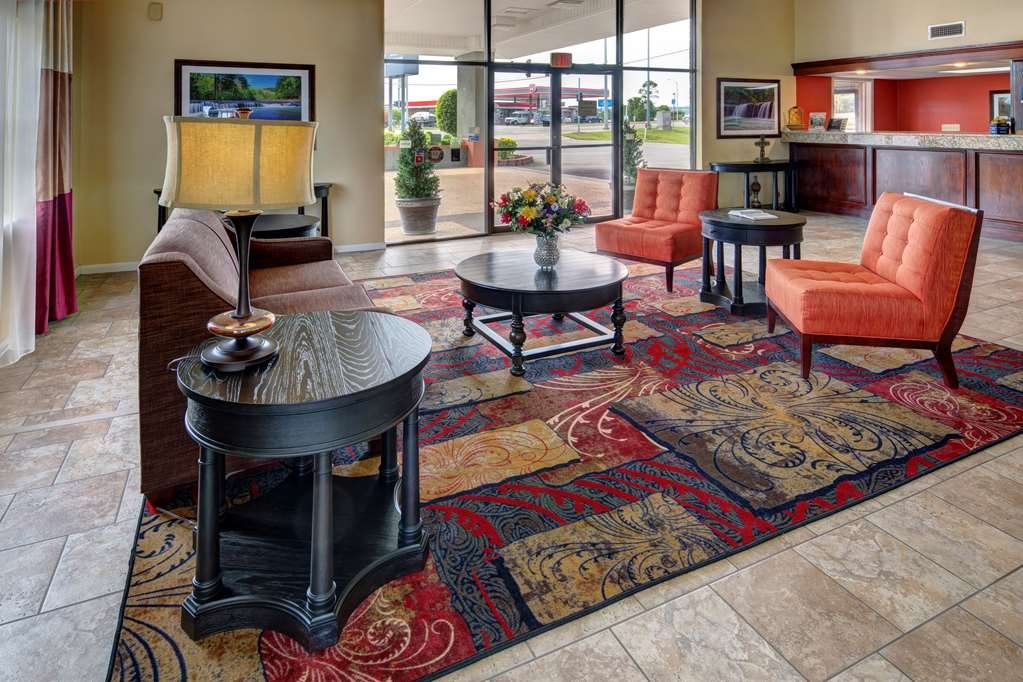 Best Western Inn - Relax and meet with friends in our comfortable lobby.