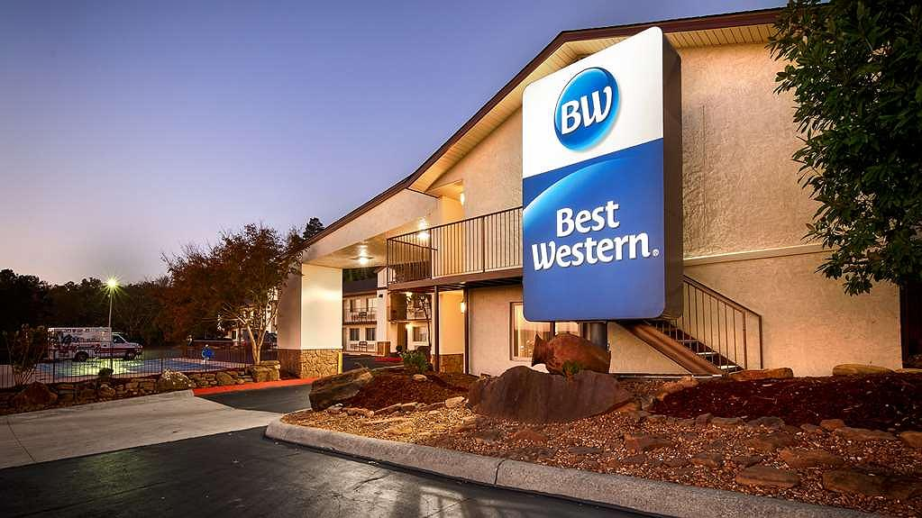 Best Western Hillside Inn - The Best Western Hillside Inn has dual level parking, so no matter which floor your room is on there will be no stairs to climb to get to your room!