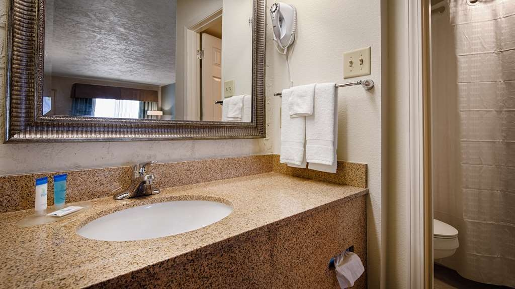 Best Western Hillside Inn - Baño