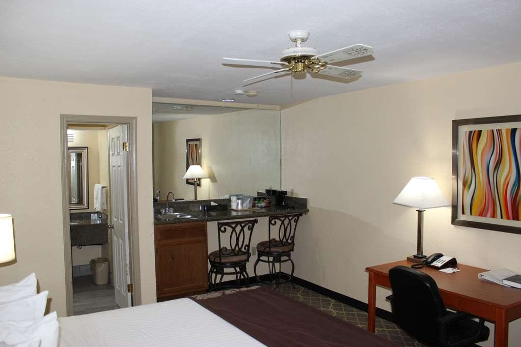 Best Western Jacksonville Inn - Our spacious king guest room is equipped with all the amenities of home such as a flat screen television a refrigerator and a microwave.